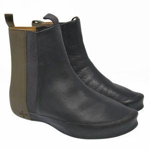 RARE! PUMA Starch Sz 7 Black Leather Stretch Boots